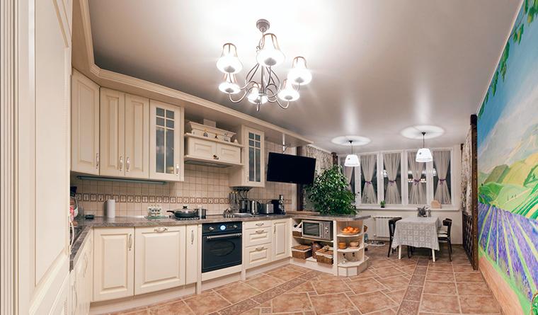 <p>Автор: Ксения Ясвина</p> <p>В этой кухни много не только квадратных метров, но и рабочих поверхностей. Традиционные аксессуары, вроде корзин, ей тоже к лицу.</p>