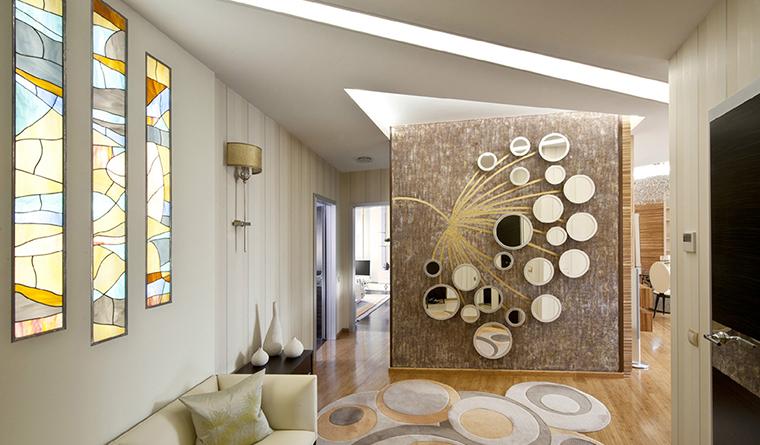 <p>Авторы проекта: &laquo;Архитектурная мастерская братьев Титовых&raquo;. Фото: Зинон Разутдинов.</p> <p>С помощью зеркального пластика разных форм и расцветок можно создавать разнообразные декоративно-художественные композиции.</p>
