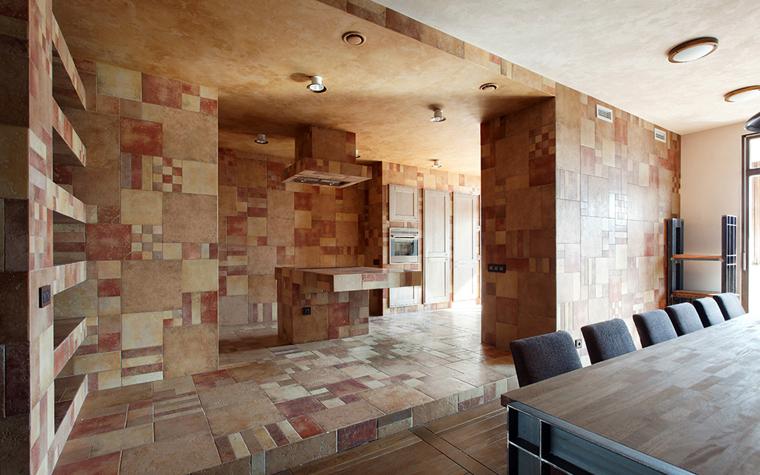 <p>Автор проекта: Пётр Костелов</p> <p>Дизайн пола на кухне в данном случае, выдержан и в едином стиле, и в единой гамме со стенами и даже мебелью. </p>