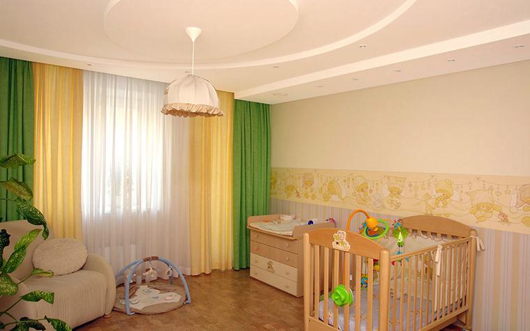 <p>Автор проекта: Ирина Шаманова</p> <p>Интерьер детской комнаты выдержан в позитивной желто-зеленой гамме. В эту расцветку очень органично вписались отделка пола и <a href=http://www.360.ru/Catalog/mebel/mebelnye-garnitury/detskaja-mebel-i-garnitury/detskaa-mebel_-dla-novorojdennogo/>мебель</a> из светлого дерева.</p>
