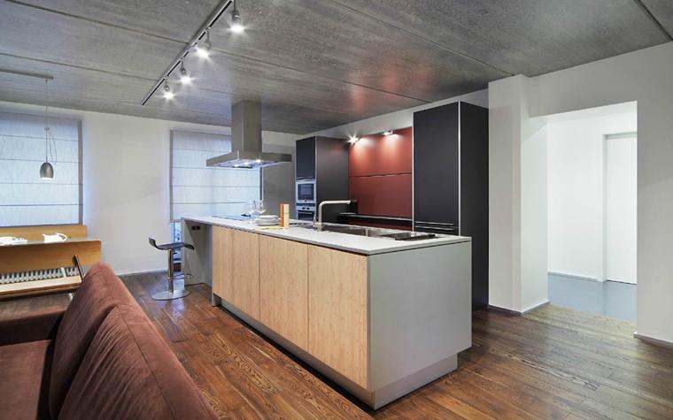 <p>Автор проекта: &laquo;ГраДиз&raquo;&nbsp;</p> <p>Кухонный остров зонирует в данном случае кухню, условно отделяя ее от опенспейса столовой - гостиной. </p>