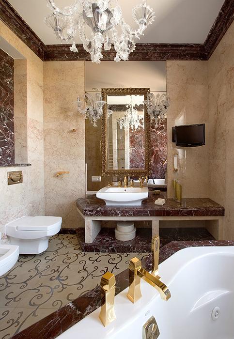 Дизайн ванной c окном