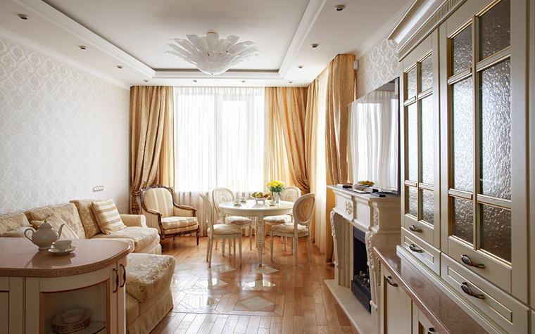 <p>Автор проекта: Мастерская Воронцовых</p> <p>Классический камин в не слишком большой классической гостиной-столовой выдержан в едином стиле всего интерьера. Общая палитра цвета кофе с молоком не нарушена ничем.</p>