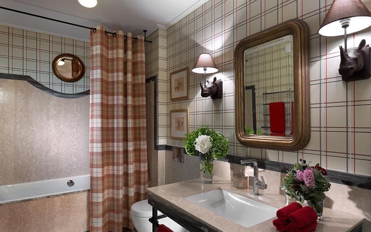 <p>Автор проекта: Юрий Зименко </p> <p>В этом интерьере ванной комнаты, также доминирует клетка, и на полу, в том числе. Клетка - очень распространенный мотив в плиточном декоре. </p>