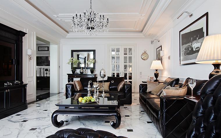<p>Автор проекта: Виктория Тажетдинова.&nbsp;</p> <p>Черно-белый глянцевый интерьер гостиной - это, конечно, классика, современная классика.</p>