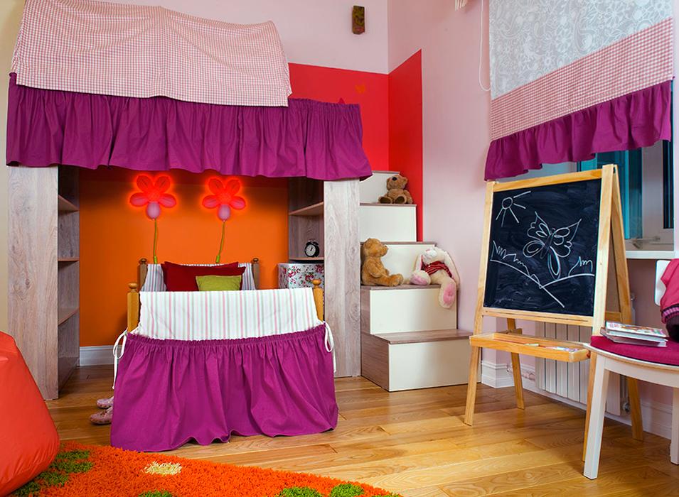 <p>Автор проекта: ZaborGroup</p> <p>Отличную комнату для девочки оформил дизайнерский дуэт ZaborGroup. Самая яркая деталь интерьера - кровать, оформленная ярким текстилем в модном сочетании лилового и красного цветов. Над кроватью расположен еще один этаж, куда ведет удобная лестница, на которой маленькая хозяйка любит рассаживать своих мягких зайцев и мишек.</p>