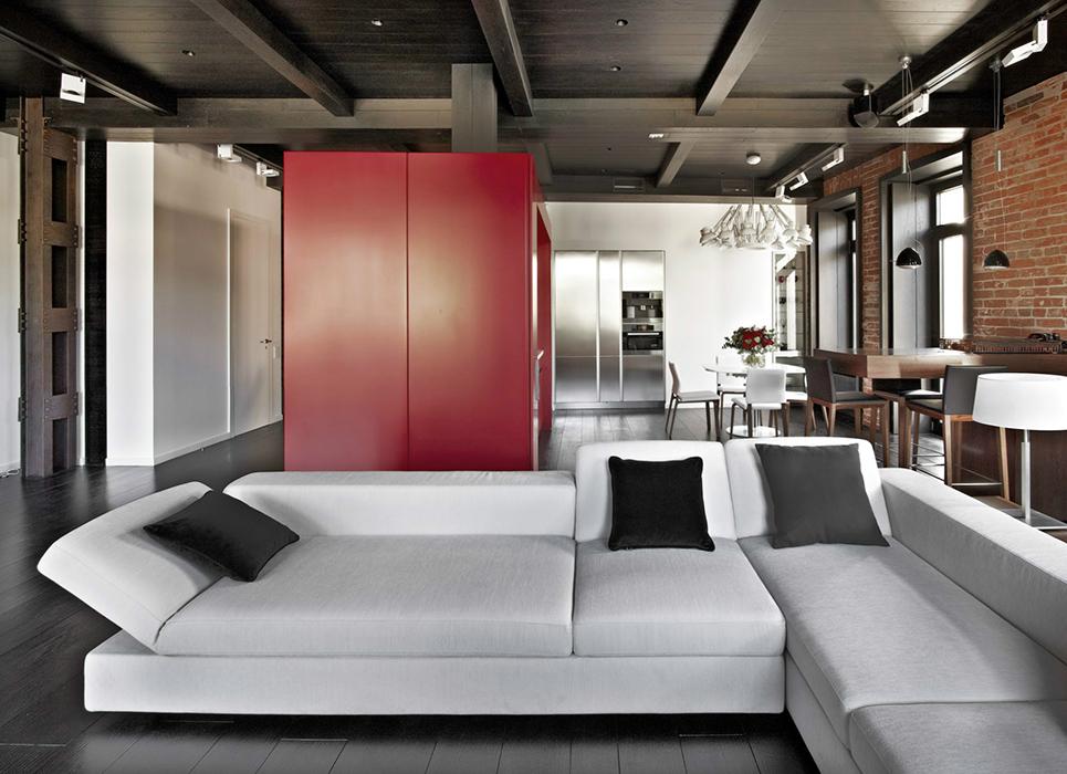 <p>Автор проекта: Дарья Касацкая, Studioplan.</p> <p>Если же говорить о лофте, то диван просто создан для него!</p>