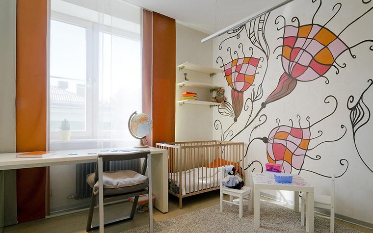 <p>Автор проекта: Ольга Симагина.&nbsp;</p> <p>Этот интерьер сделан для&nbsp; малыша, на что указывает детская кроватка. Много места, ковровое покрытие на полу -&nbsp; маленький человек может здесь безопасно передвигаться, ползать или ходить, как получится. А стилизованный детский рисунок на стене вполне может быть подправлен малышом. Это не возбраняется. </p>