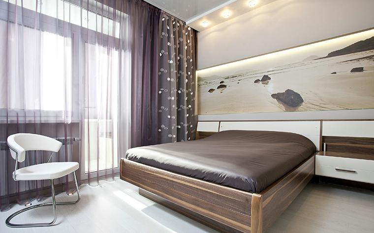<p>Автор: Архитектурно-строительная компания &laquo;Легэ-Артис&raquo;</p> <p>В просторной комнате с лоджией устроили спальню и оформили ее в современном стиле. При этом лоджию оставили закрытой, в приватном помещении спальни этот вариант более комфортен.</p>