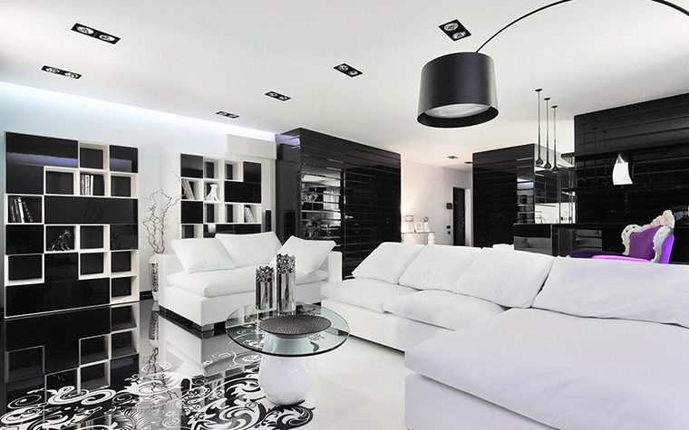 <p>Автор проекта: студия дизайна Geometrix. Фотограф: Зинон Разутдинов.&nbsp;</p> <p>В черно-белую палитру этой модернистской гостиной добавлено немного лилового. Лиловый и черный - это удачная цветовая пара.</p>