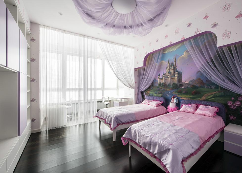<p>Автор проекта: Андрей Рудой.&nbsp;</p> <p>Детская спальня с пологом предназначена для двух девочек. Она выполнена в светло-розовой и сиреневой гамме. Большие окна дают много света. На торцовой стене&nbsp; - фреска с видом сказочного замка. Что еще нужно для двух маленьких принцесс?</p>