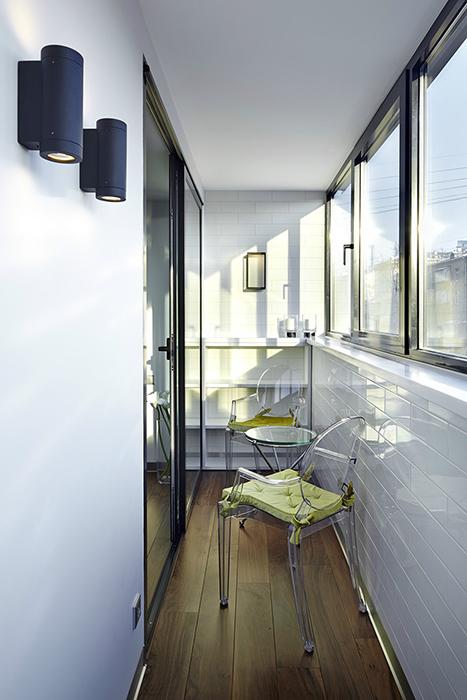 <p>Автор проекта: Тарас Безруков и Стас Самкович | TS-Design<br /> Фотограф: Сергей Ананьев</p> <p>Много света и воздуха, тотальное остекление - это всегда плюс для любого балкона.</p>