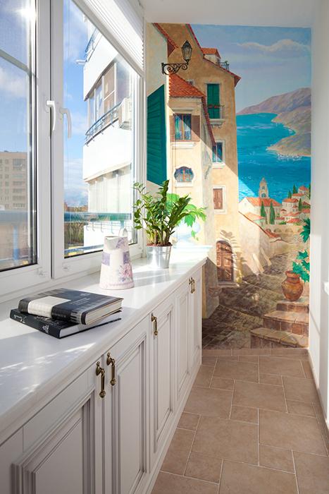 <p>Автор проекта: Легэ-Артис</p> <p>Декорируйте одну из стен балкона фреской или принтом - это оживит интерьер по всем пунктам.</p>