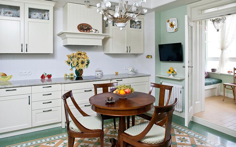 <p>Автор проекта: А-Дизайн</p> <p>Хороший пример современной классики в пространстве кухня + балкон!</p>