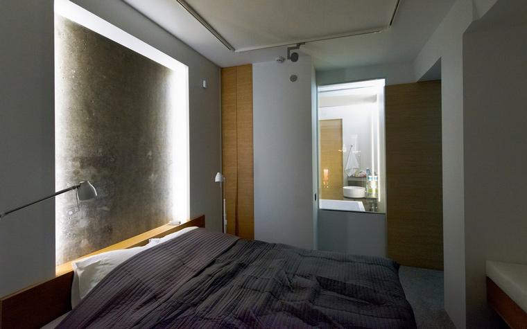 <p>Автор проекта: Андрей Асс.</p> <p>Особенный световой сценарий спальни рифмуется с роскошным видом сверху на город. </p>
