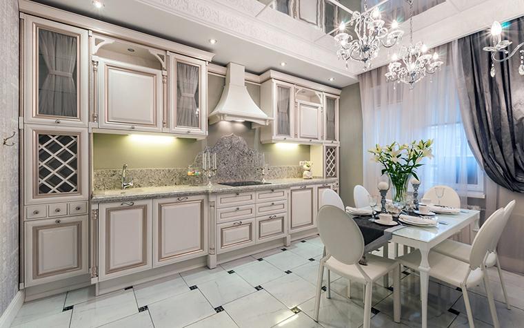 <p>Автор проекта: Ольга Савченко</p> <p>Высокие потолки, много света и воздуха, молочная белизна кухонных фасадов и мебели и традиционный кафельный пол в шашечку - это же абсолютная классика жанра!</p>