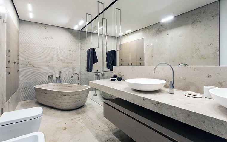 <p>Автор проекта: Дина Межевова</p> <p>Серая, &quot;цементная&quot; гамма декора ванной комнаты очень уместна и очень в тренде в нынешнем сезоне!</p>