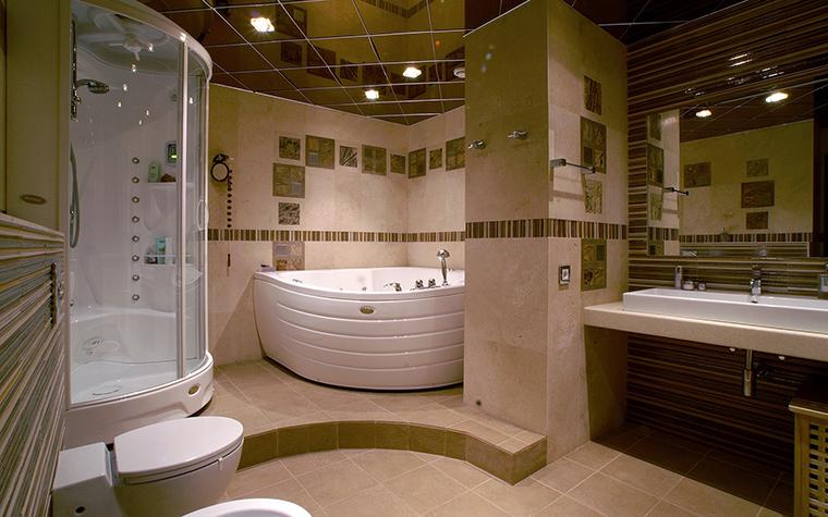 <p>Автор проекта: Ирина Панасовская</p> <p>Угловая ванна хорошо смотрится как в маленьком санузле, так и в большом. В данном случае, осуществлен второй вариант.</p>