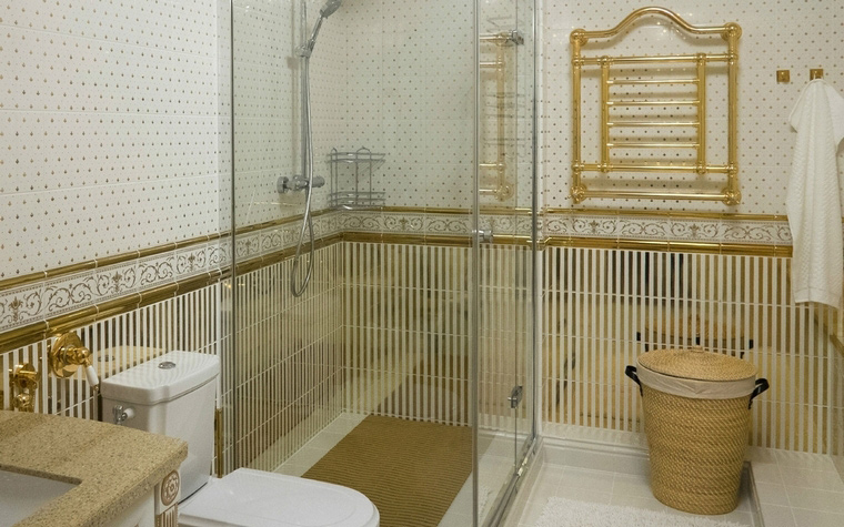<p>Автор проекта: Яна Последова</p> <p>Ванная комната с золотым декором. Ну просто Древний Рим!</p>