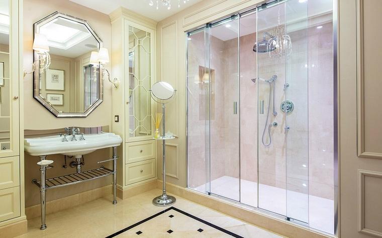 <p>Автор проекта: Полина Пидцан</p> <p>Палитра этой ванной разнообразна, но тонка.</p>