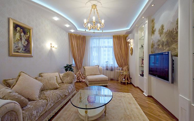 <p>Автор проекта: Ирина Райт</p> <p>Эту гостиную украшает целая коллекция классической живописи, а-ля Иван Иванович Шишкин.</p> <p></p>