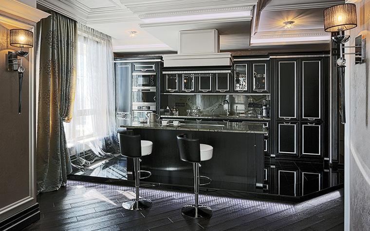 <p>Автор проекта: B&amp;L, студия<br /> Фотограф: Разутдинов Зинон</p> <p>Здесь к черному глянцу кухонного гарнитура прибавлен матовый черный пол.</p>