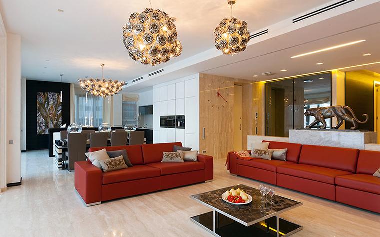 <p>Автор проекта: Александра Казаковцева,   МК-интерио, Мария Махонина</p> <p>Коралловый этих диванов в интерьере гостиной является акцентным цветом. Оранжевые диваны в интерьере в данном случае делают его еще более праздничным, роскошным.</p>