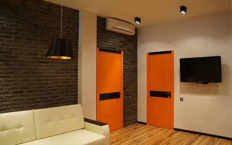 <p>Автор проекта: Татьяна Алякова</p> <p>Маленькая гостиная может быть выполнена и в стиле лофт. Особенно, если вся квартира является лофтом. </p>