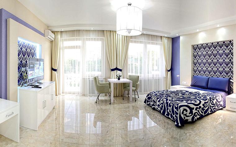 <p>Автор проекта:   Interior Design Ideas</p> <p>Большая спальня может быть даже глянцевой.</p>