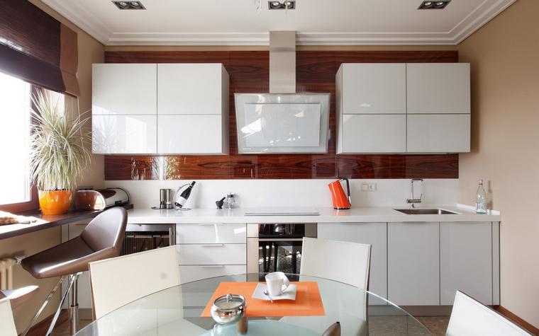 <p>Автор проекта:   Мебиус</p> <p>Стильная кухня нуждается в хороших акцентах, например ярких цветовых пятнах.</p>
