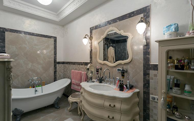 <p>Автор проекта:   De.Studio</p> <p>Много мебели в ванной комнате - тоже признак классического стандарта.</p>