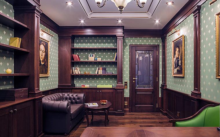 <p>Автор проекта:   INSCALE</p> <p>Интерьер домашнего кабинета выдержан в стиле английской классики с настенными <a href=http://www.360.ru/Catalog/mebel/stoly/konsoli/>панелями</a> из темного дерева, темно-зелеными обоями в мелкий рисунок и кожаным диваном. А украшением кабинета стала русская портретная живопись.</p>