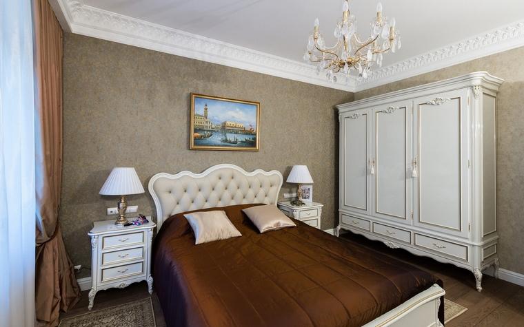<p>Автор проекта: Мустафина Маргарита</p> <p>Отличным украшением интерьера спальни в итальянском стиле стала живописная копия классической венецианской ведуты. &nbsp;</p>