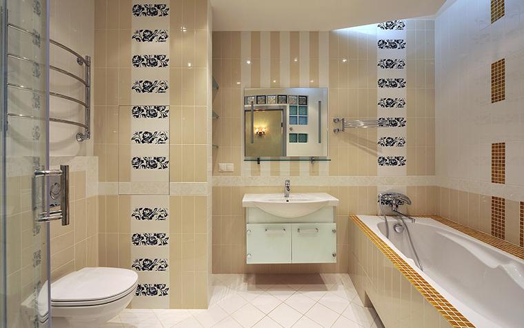 <p>Автор проекта: Кирилл Губаревич<br /> Фотограф: Алексей Камачкин</p> <p>Всевозможные орнаментальные вставки в оформлении ванной комнаты традиционны. </p>
