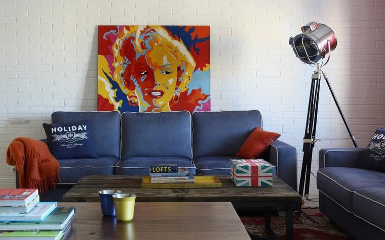 <p>Автор проекта: Антон Корнеев&nbsp;</p> <p>Как здорово, когда из-за модного дивана выглядывает прекрасная Мерилин, даже в виде изображения в поп-артовском духе Уорхола.&nbsp;</p>