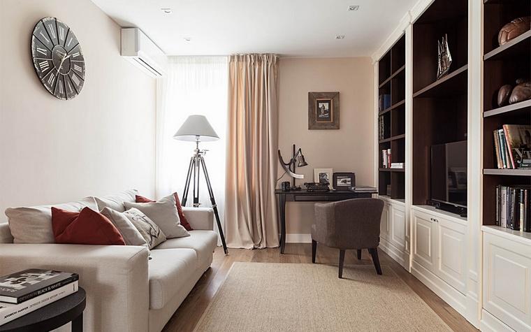 <p>Автор проекта: Дина Салахова</p> <p>Одна из комнат квартиры совместила в себе функции гостиной, рабочего кабинета и домашней библиотеки. </p>