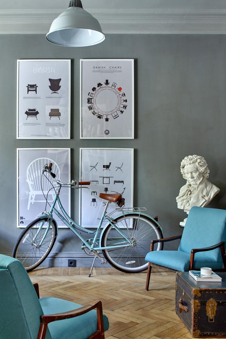 <p>Автор проекта:   А3 Архитектурное бюро<br /> Фотограф: Сергей Ананьев</p> <p>Мебель в стиле 60-х годов прошлого века, артефакты, вроде графических принтов, велосипеда и знаменитого бюста - это интерьер для продвинутых пользователей. &nbsp; </p>