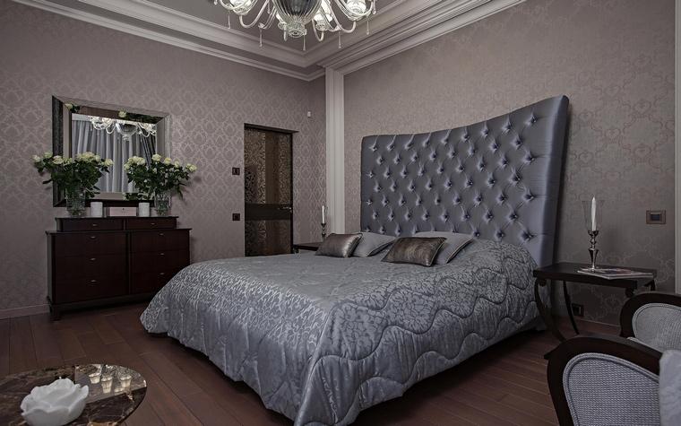 <p>Автор проекта: Нуне Белубекян<br /> Фотограф: Николай Карачев </p> <p>Интерьер классической спальни, выстроенный на многочисленных оттенках серого цвета всегда будет изящно-эротичным.</p>