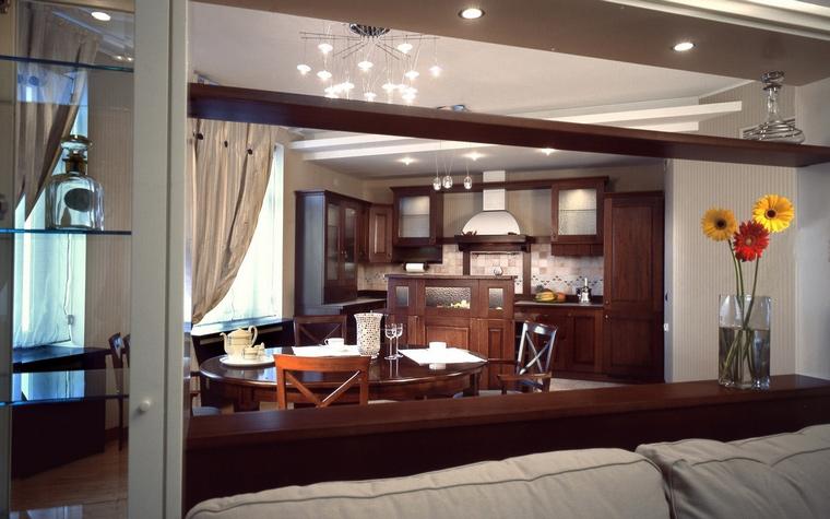 <p>Автор проекта: Studio Kora</p> <p>Совмещённый проект кухня-гостиная может превратиться в целый сценарий, сложный и драматический. </p>