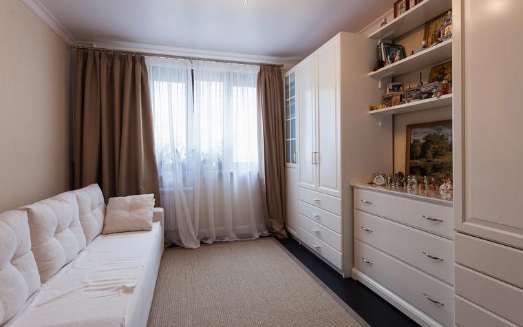 <p>Автор проекта: Ольга Сивак</p> <p>В интерьере этой маленькой гостиной-спальни властвует минимализм.</p>