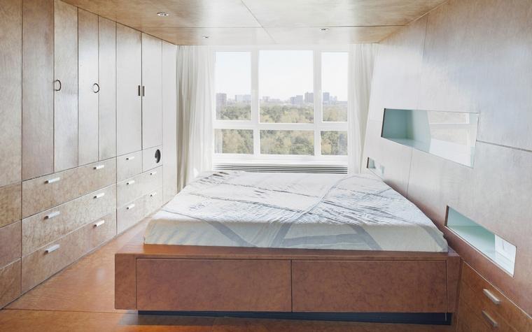 <p>Автор проекта: Alexander Schamne</p> <p>Какая чистота стиля в дизайне этого интерьера! Строгость, чёткость, обилие света и воздуха. Закрытые системы хранения - это тоже в стиле. Однако, всё не просто стильно, но очень функционально, очень удобно. </p>