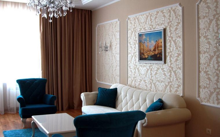 <p>Автор проекта: Александра Ярославова</p> <p>Интерьер этой гостиной заставляет вспомнить исторические стили, например ампир. </p>
