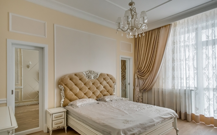 <p>Автор проекта: Денис Юров</p> <p>И снова интерпретация интерьера девической спальни в стиле классика. </p>
