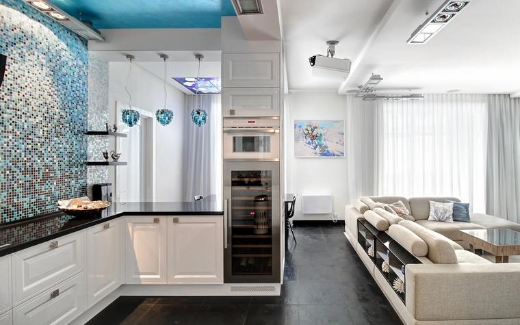 <p>Автор проекта: Алина Февралёва</p> <p>Современный стиль всегда чуточку тяготеет к миниимализму. Даже в варианте совмещенной кухни и гостиной. </p>