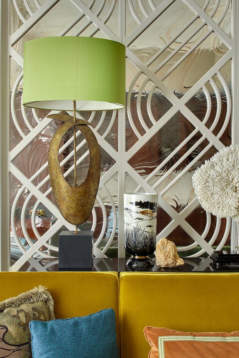 Примеры интерьеров с зеркалом в гостиной