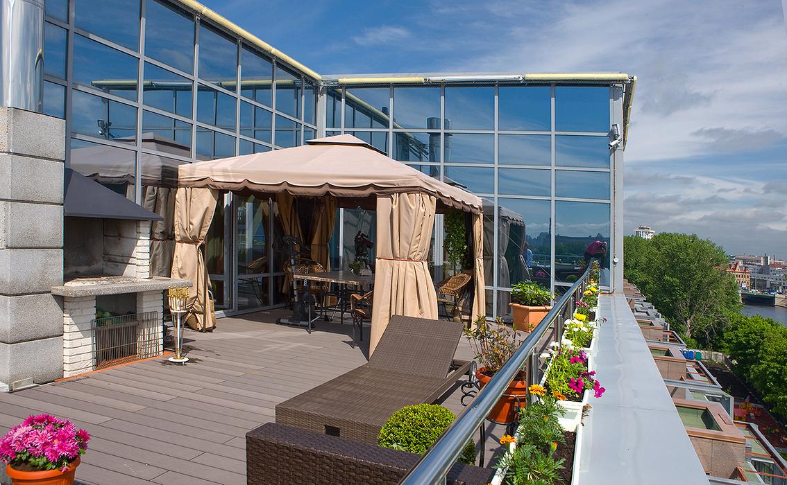 Балкон на крыше веранды..