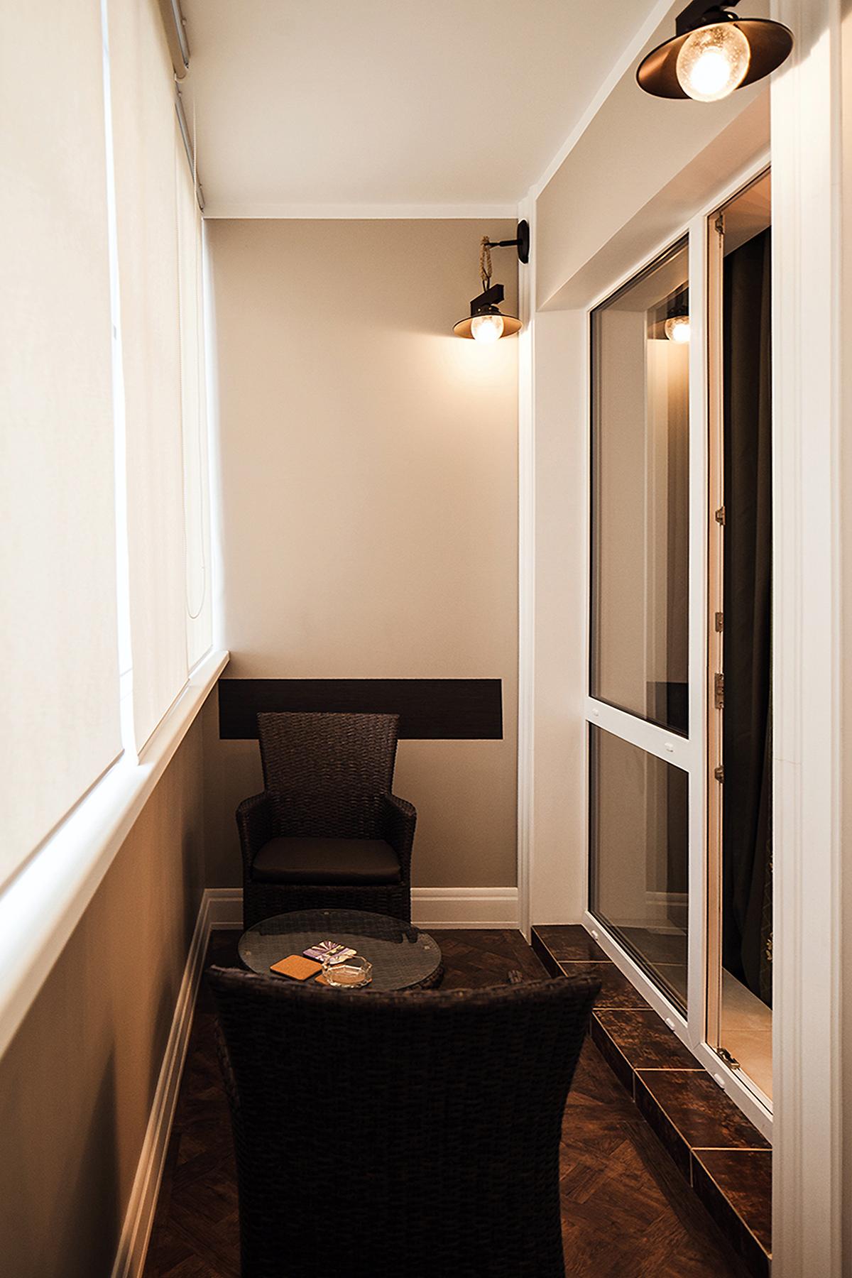 Маленький балкон - фото красивого дизайна в современном стил.