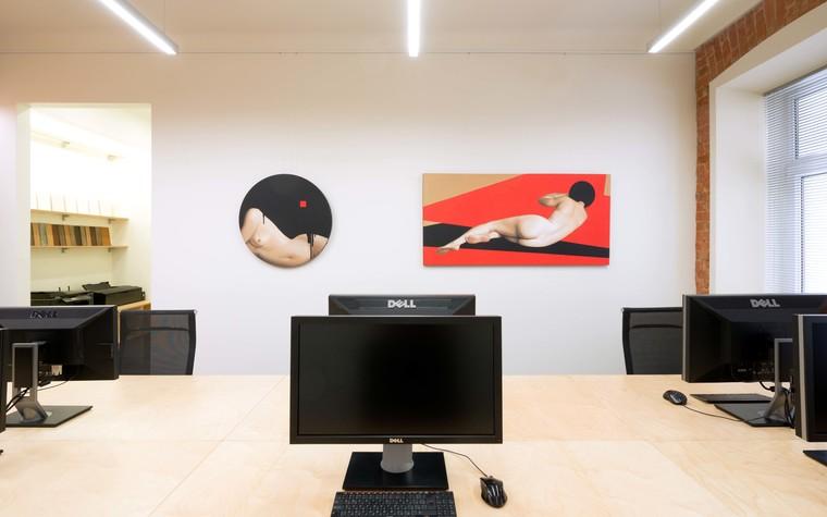 Примеры картин и постеров в интерьерах