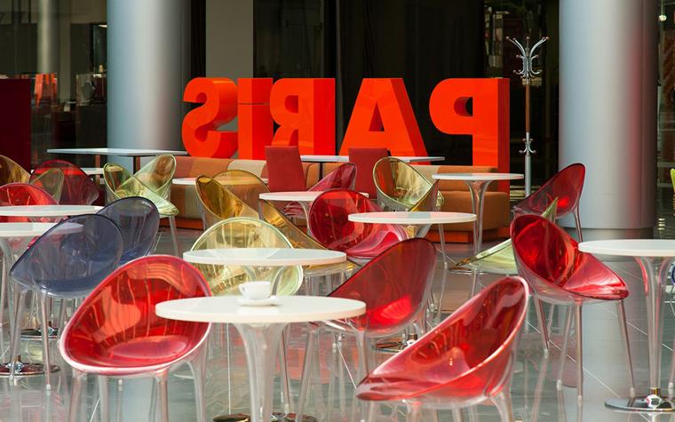 <p>Автор проекта: UNK project (МАО)</p> <p>Яркий интерьер от UNK project&nbsp; сочетает в себе инновационные отделочные материалы, дизайнерскую мебель и модный текстовой декор. </p>